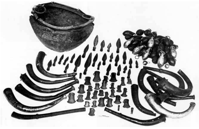 Fig. 1: Seventh-century hoard, composed of weaponry, cauldrons, horns, axes, gouges, razors, etc, dredged from the Bog of Dowris in Co. Offaly (Ireland). In the National Museum of Ireland. O'Sullivan, 2007, p. 184, pl. IX.